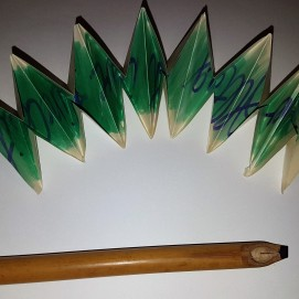 Selbst geschnitzte Bambusfeder
