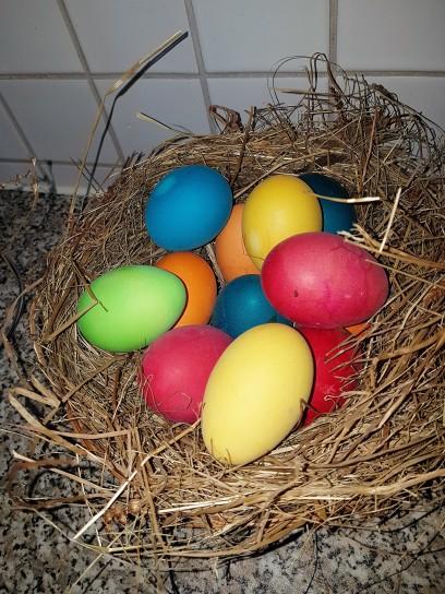 Bunte hartgekochte Eier