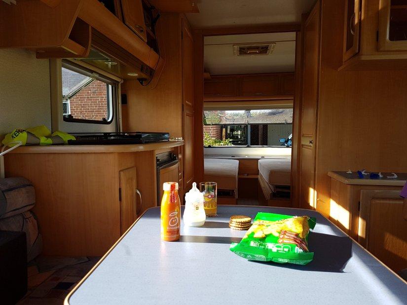 Wohnwagen und Sonnenschein